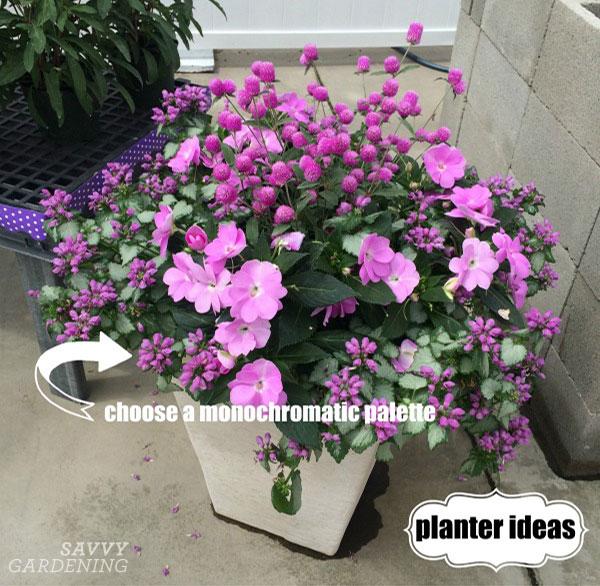 A monochromatic container arrangement