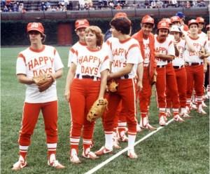 Happy-Days-cast-playing-softball-634x525