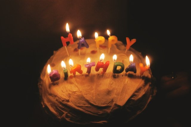 ความหมายของการให้เค้กวันเกิด สุขสันต์วันเกิด sawadd