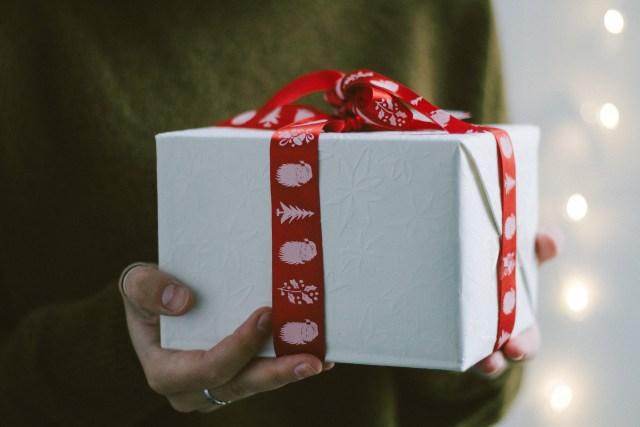 เรื่องของผู้รับของขวัญที่ควรรู้เช่นกัน สุขสันต์วันเกิด sawadd