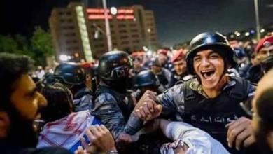 Photo of الدركي المبتسم يشرح سر ابتسامته … شاهد