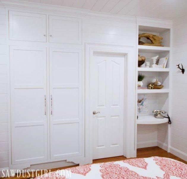 Tiny closet in small bedroom.