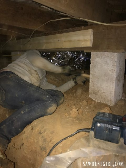 Crawl space - dirt removal