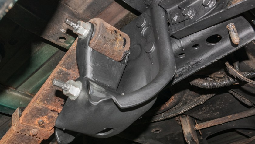 Dodge Pickup Shackle Replace