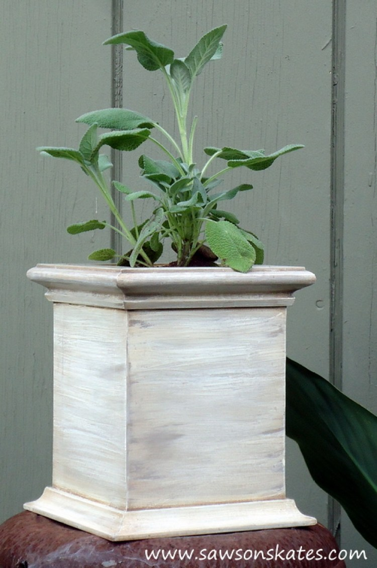 So cute! This tutorial shows how to make DIY antique style wooden planters using scrap wood! I'm totally making these for my patio!