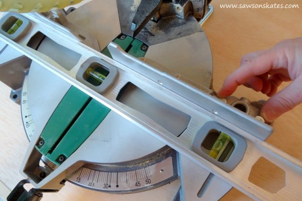 how-to-adjust-a-miter-saw-for-accurate-cuts-fence-2
