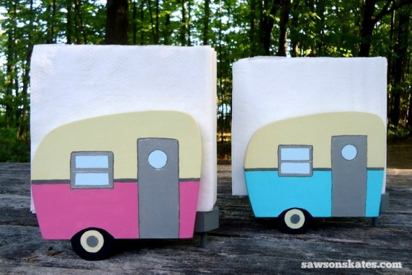 This simple trick will make you look like a freehand painting pro - Vintage Camper Napkin Holder