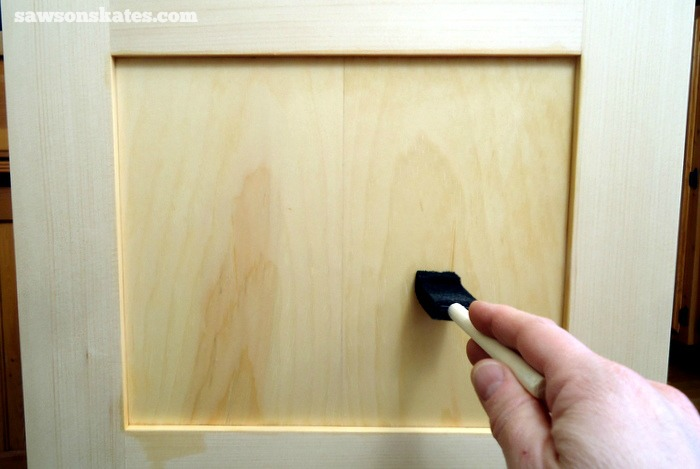 How to make tea stain and 3 advantages of tea staining wood DIY furniture - applying tea stain to book-matched panels