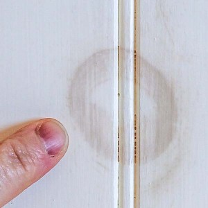 How to Stop Knots from Bleeding Through Paint