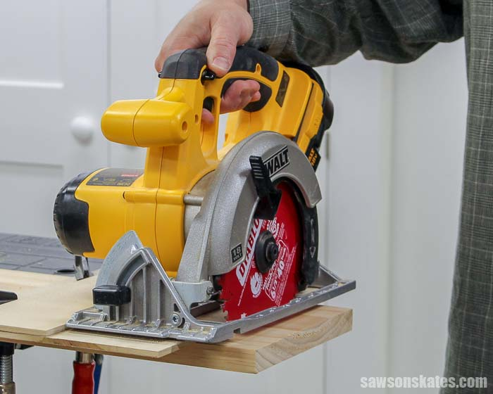 Make a DIY circular saw crosscut jig! This simple cutting guide is perfect for making accurate crosscuts and precise miter cuts with your circular saw.
