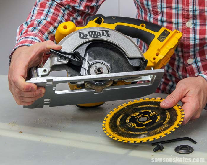 Removing a blade from a circular saw