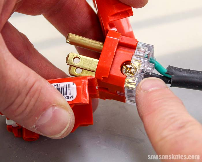 Showing how to wire a 3 prong plug
