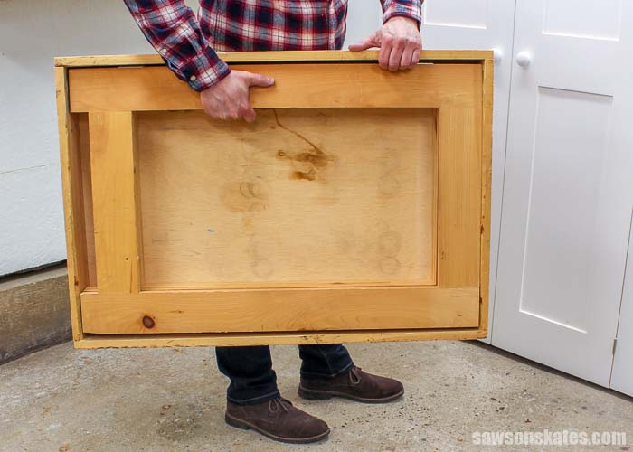 Carrying the collapsible workbench