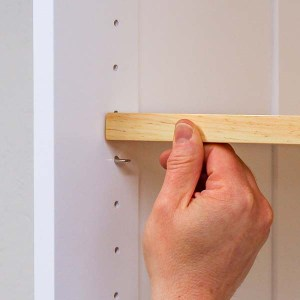 Installing an adjustable shelf on a shelf pin