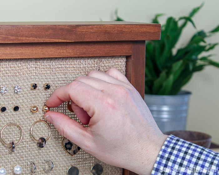 Organizing a stud on an easy to make DIY earring holder