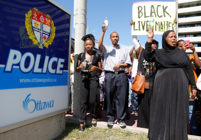 Protesters shout as they arrive at a police station during a protest march in Ottawa, Ontario, Canada July 30, 2016 for Abdirahman Abdi, a mentally ill black man who died following his arrest by police. REUTERS/Patrick Doyle - RTSKEJS