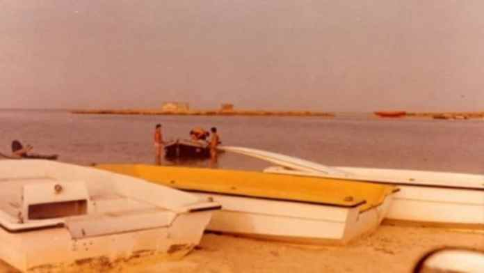 Mossad Agents At Arous With Boats