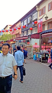 you can go crazy with the super cheap Singaporean souvenirs here