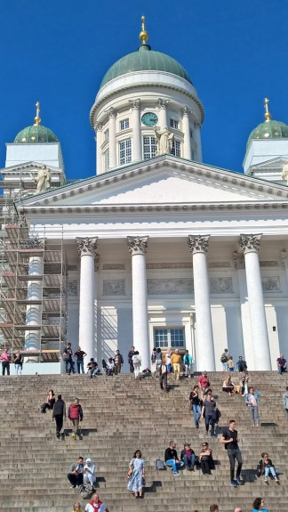 Senaatintori and Tuomiokirkko: generic tourist spots. but we passed it as we were going to Kauppatori, so better enjoy it anyway!