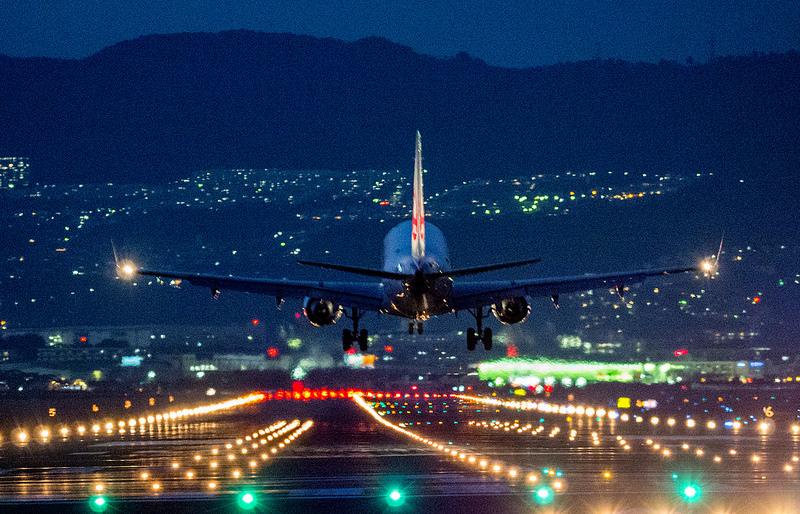 大阪国際空港 千里川土手でド迫力の飛行機写真・動画を撮ってみました