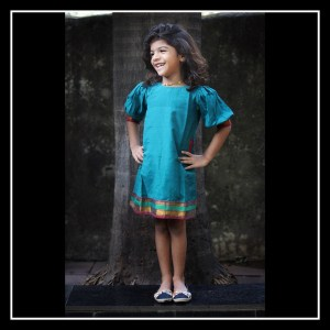 Balloon sleeve kids dress