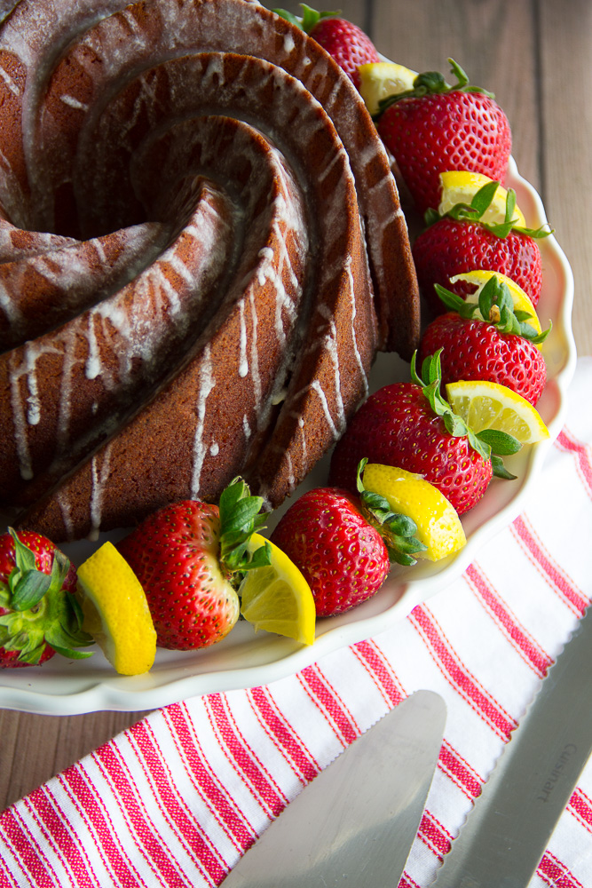Strawberry Lemonade Bundt Cake-4