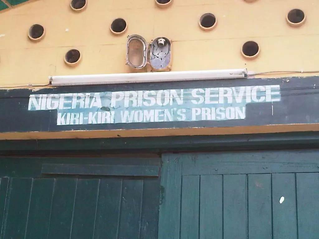 Female warder dismissed for smuggling alcohol into prison