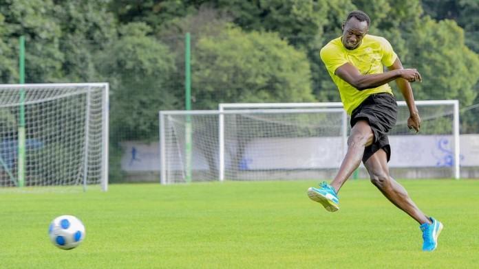 Usain Bolt Signs for a Football Club
