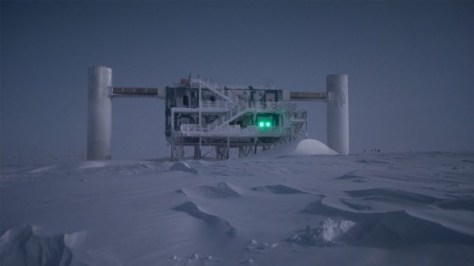 The IceCube Neutrino Observatory at the South Pole. (Credit: Emanuel Jacobi/NSF.)