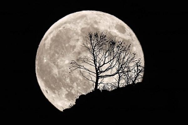 Moon (Source: greeksky.gr)