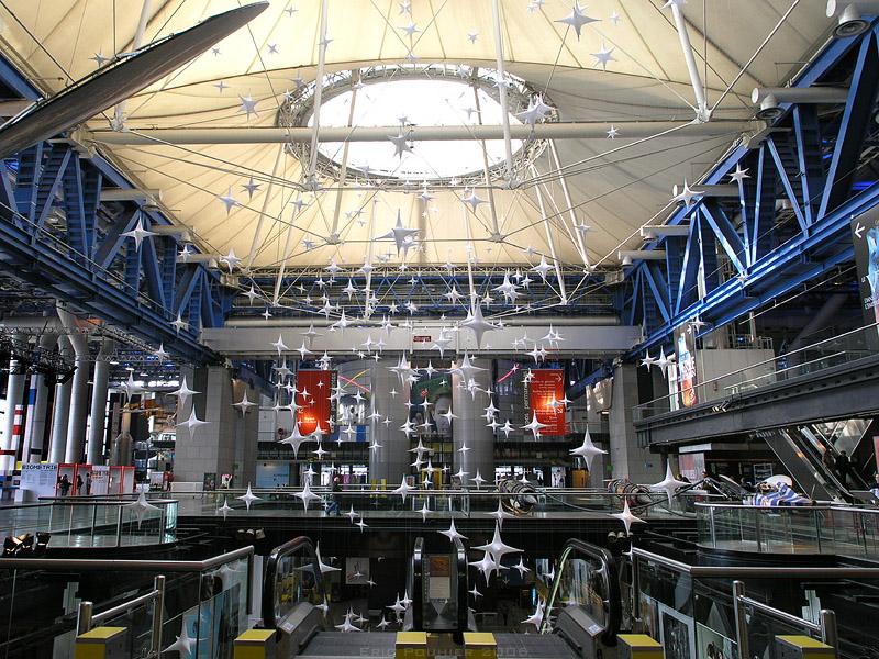 Interior of the Cité des Sciences et de l'Industrie (Credit: Wikimedia/Eric Pouhier)