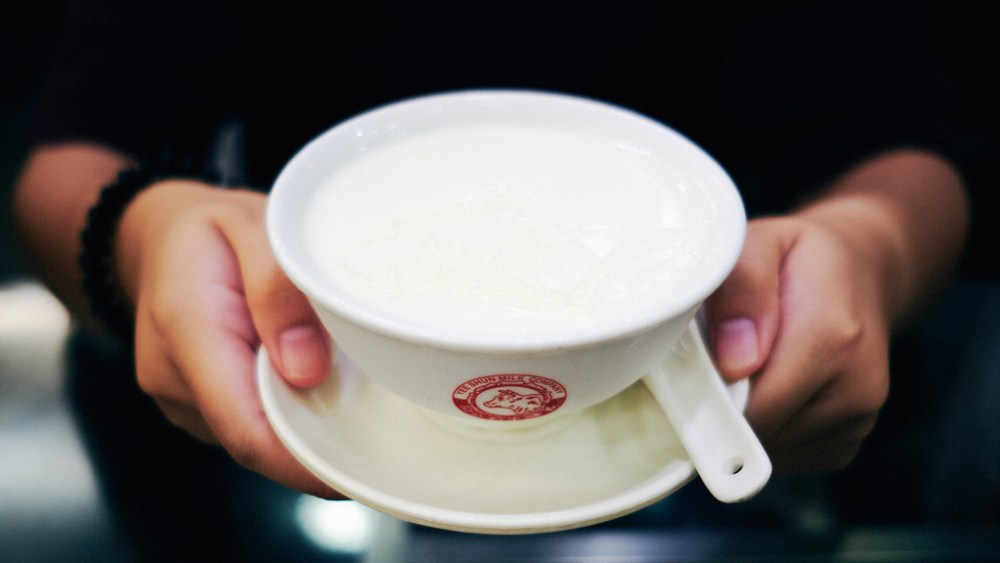 Travel & Food Photographer | Steamed milk pudding at Yee Shun Milk Company Hong Kong