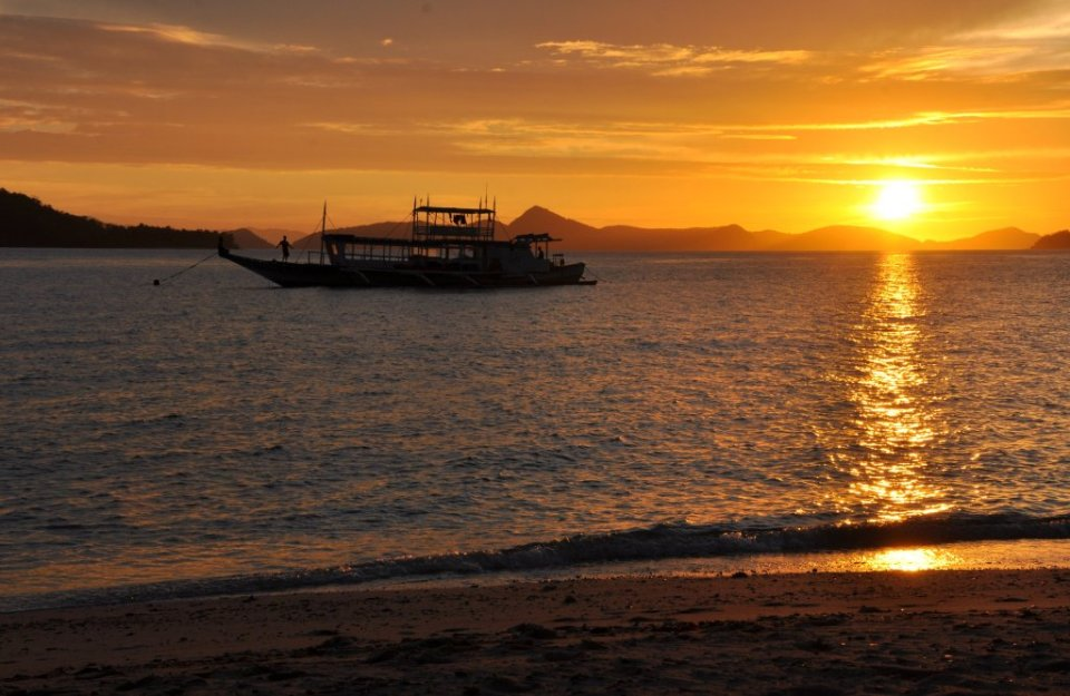 Palawan sunset - Coron to El Nido boat tour with Buhay Isla