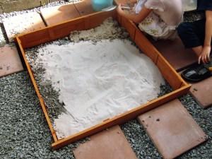 砂場手作り
