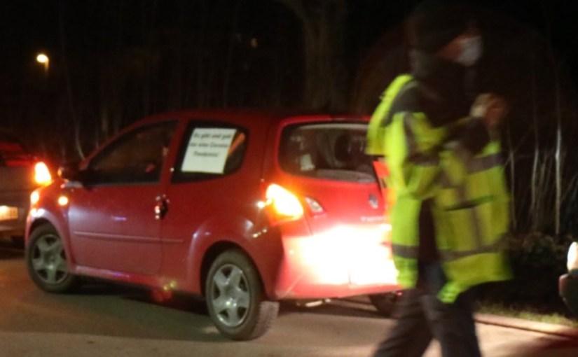 Gegenprotest gegen Coronaleugner Autokorso