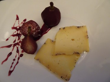 Blue Cheese with Paradise Pears in Mulled Wine
