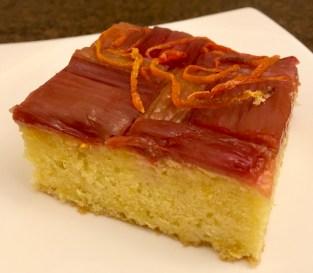 Gâteau aux agrumes et aux amandes avec rhubarbe (Citrus & Almond Cake with Rhubarb)
