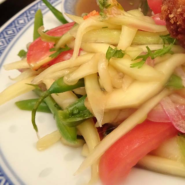 Som Tam Salad (Green Pawpaw/Mango Salad)
