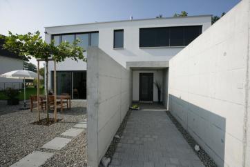Aussenansicht / Hauseingang / Steingarten