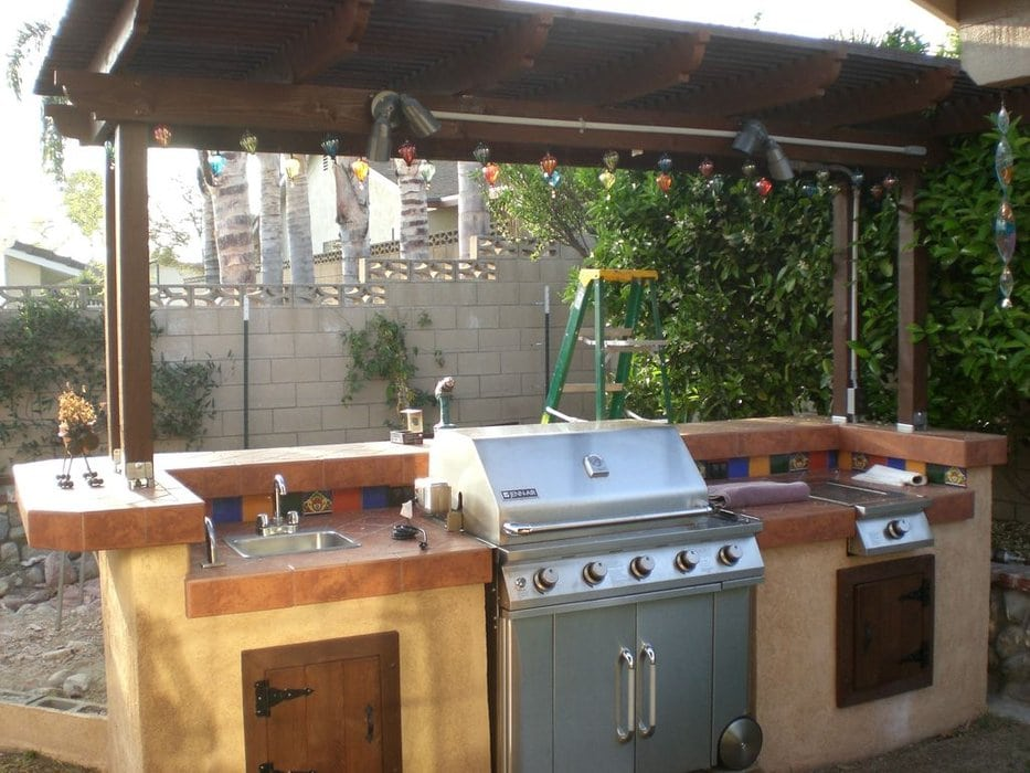 15 DIY Outdoor Kitchen Plans That Make It Look Easy on Patio Kitchen Diy  id=46467