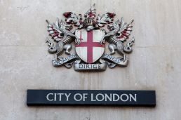 Coats_of_arms_of_the_City_of_London_Corporation,_London,_England,_IMG_5208_edit