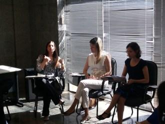 Presidente da Associação de Candidatos, Camilla Biaggi, realizando a abertura do evento