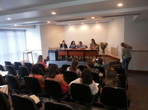 Primeira mesa - Apresentação de trabalhos Coodernação: Isa Gomes (Candidata SPMG) Apresentações: Kátia Amaral, Maria Goretti Machado e Renata Guimarães