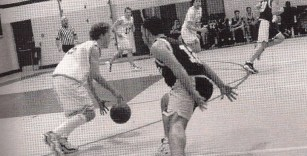 1998 | Marvin shreds a defender in a 60-52 win over LaSalle
