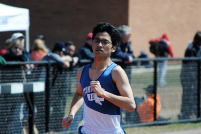 Yisheng Cai on the homestretch of the 1500