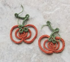 Challenge Accepted – Reader Submission for Weekly Challenge #23 - Pumpkin Earrings - Tatted by Marie McCurry in Lizbeth, size 20, leaf green med and harvest orange med. Gives it an antique look.