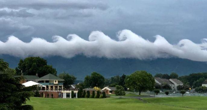 breaking wave clouds