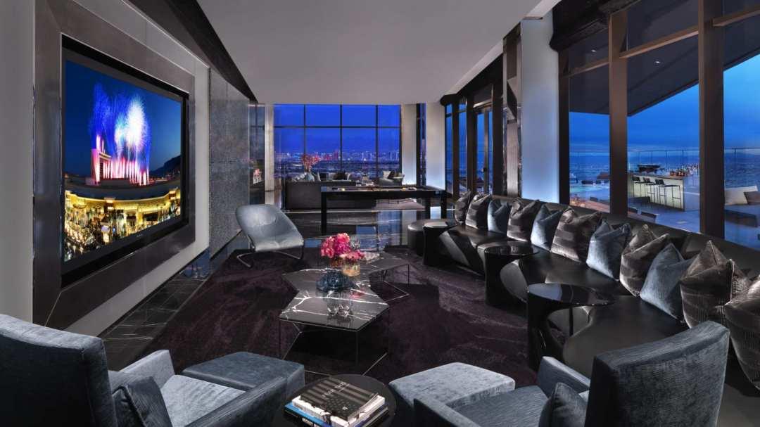One 80 Livingroom