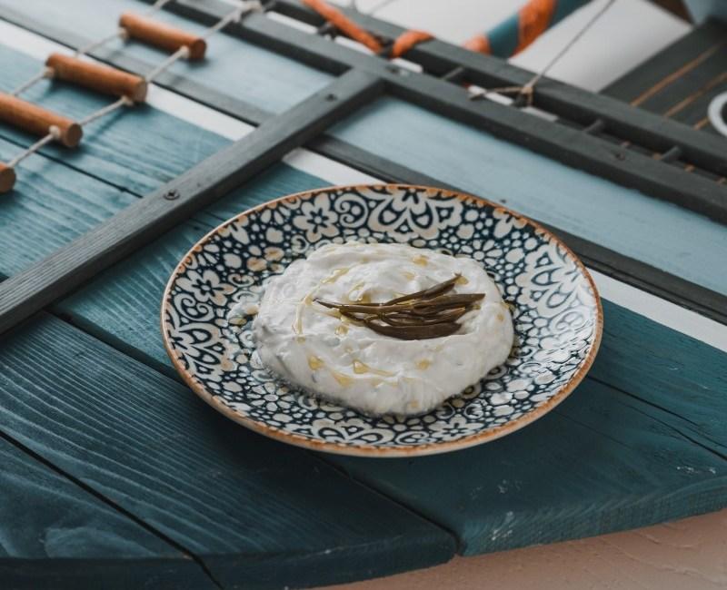 τζατζίκι με στραγγιστό γιαούρτι