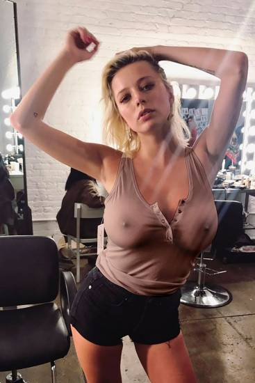 Caroline Vreeland Nude Pics and LEAKED Drunk Porn in 2020 20